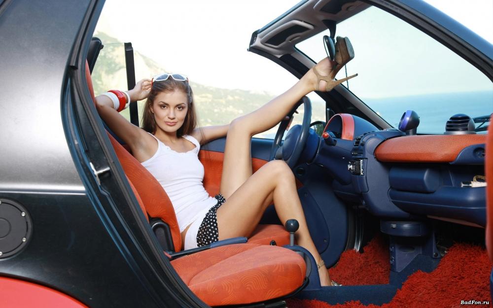 Девушки в юбках за рулем 5